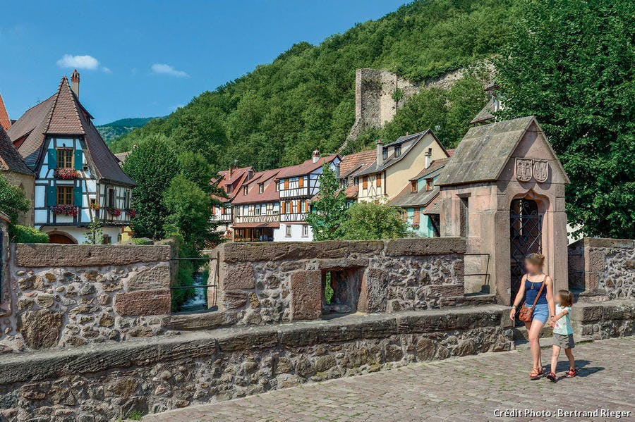 Kaysersberg, pont fortifié sur la place du Vieux-Marché