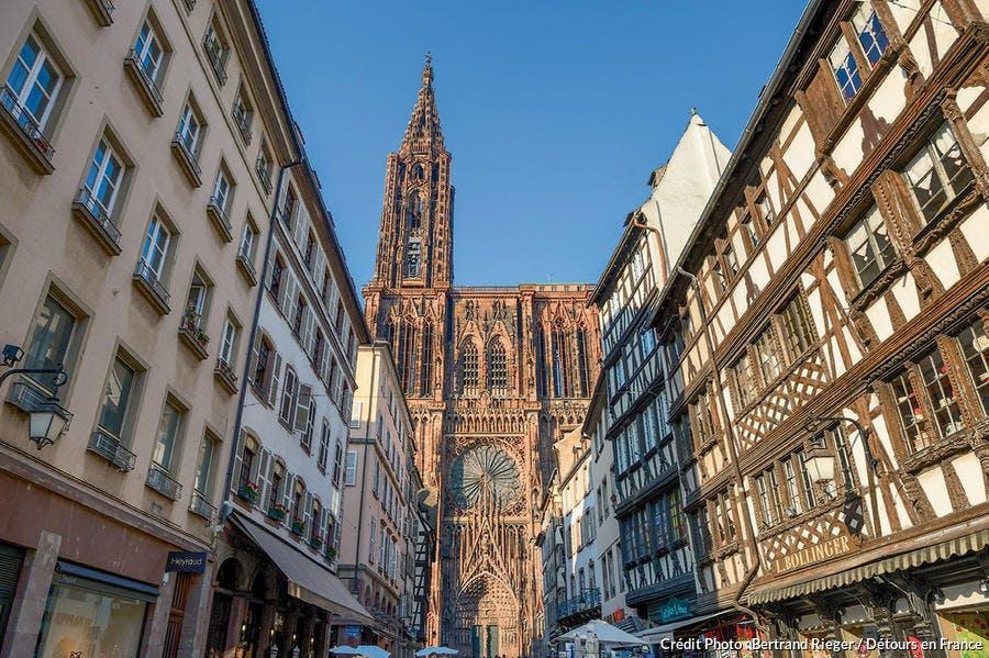 Vue de la cathédrale Notre-Dame depuis la rue Mercière
