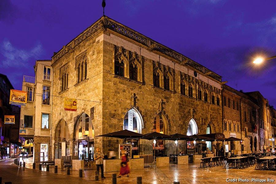 Place de la Loge, le bâtiment de la loge de Mer.