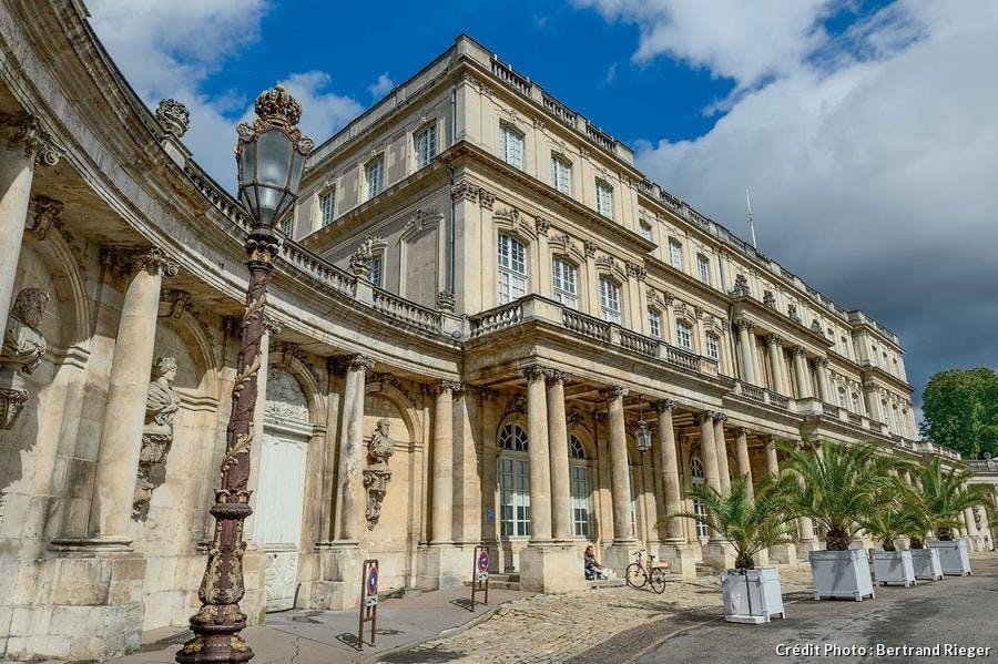 Le palais du Gouvernement, place de la Carrière