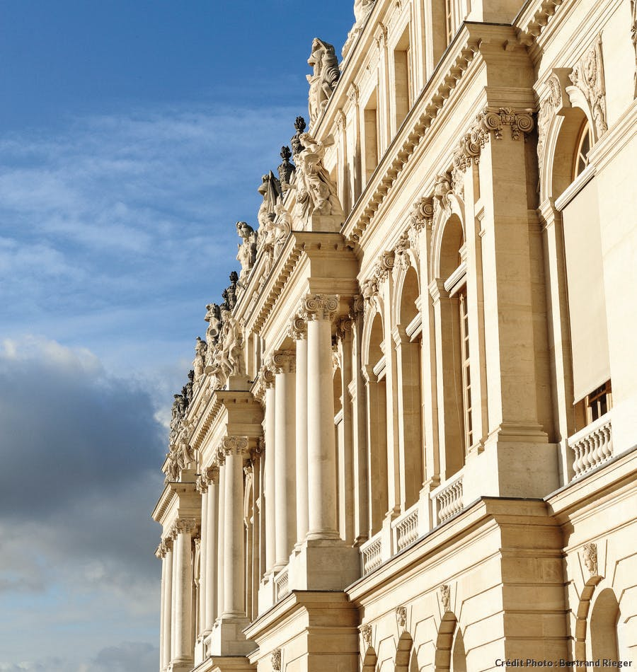 dt_hs-versailles-facade_appartement_reine_recadre-br.jpg