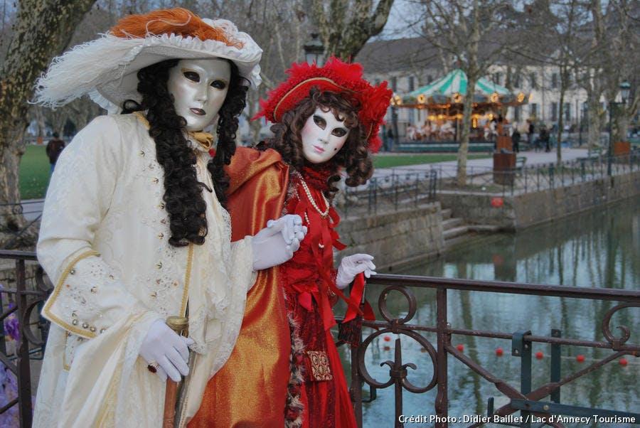 Ambiance mystérieuse le long des canaux d'Annecy