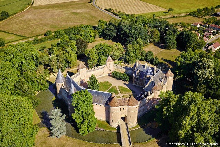 Le château d'Ainay-le-Vieil, dans le Berry, sur la route Jacques Coeur