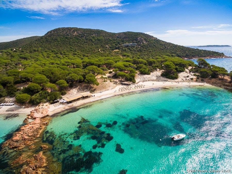 La plage de Palombaggia, en Corse-du-Sud