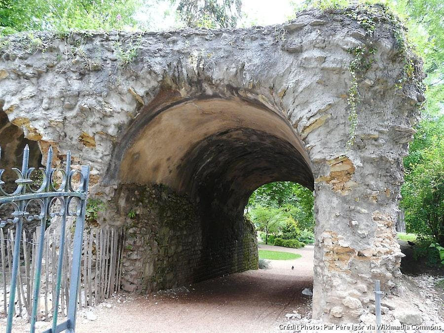 perigueux-ruines-amphitheatre-jardin-des-arenes.jpg