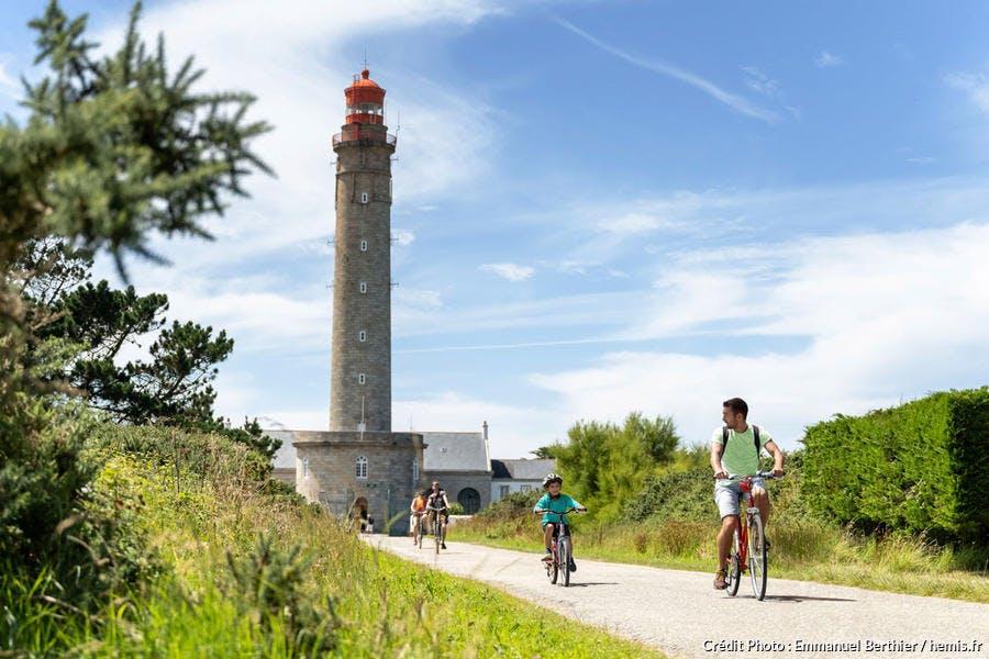 Balade à vélo en famille au phare de Goulphar, Belle-Ile-en-Mer, Bretagne