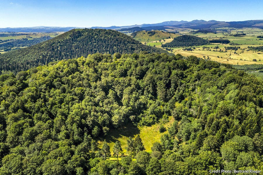 Le puy de Vichatel vu du ciel, Chaîne des Puys d'Auvergne