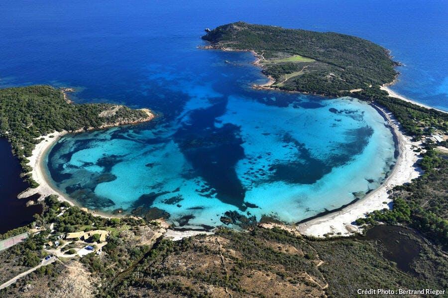 La plage de Rondinara, en Corse-du-Sud