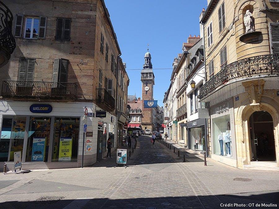rue horloge à Moulins