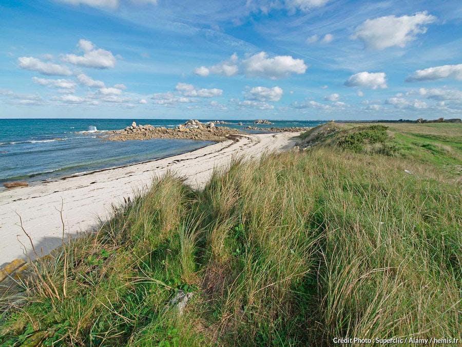 Plage de sable du littoral de Plouescat, Bretagne