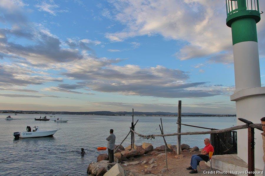 Vue sur l'étang de Thau depuis le quartier de la Pointe Courte à Sète