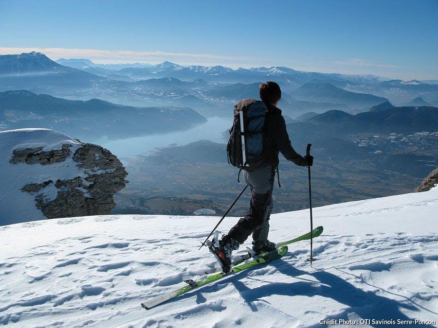 Skieur de randonnée à Réallon