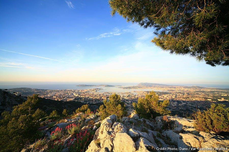 Vue depuis le mont Faron sur la rade de Toulon