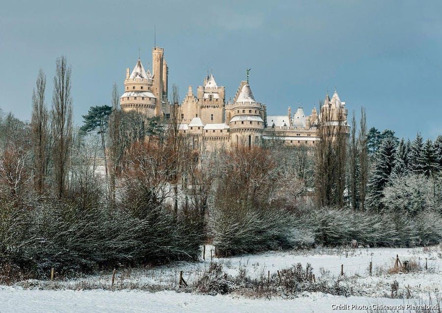 Le château de Pierrefonds sous la neige (Oise)