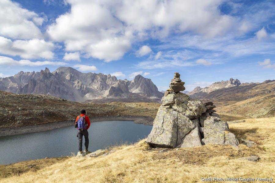 Le lac Rond et le massif des Cerces, dans la vallée de la Clarée (Hautes-Alpes)
