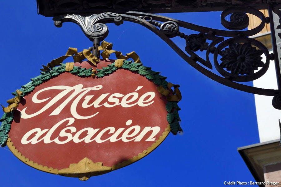 Enseigne du musée Alsacien de Strasbourg (Alsace)