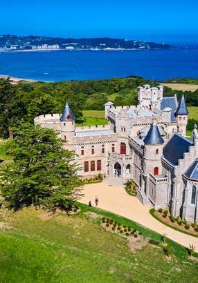 Le château Abbadia, sur la pointe Sainte-Anne