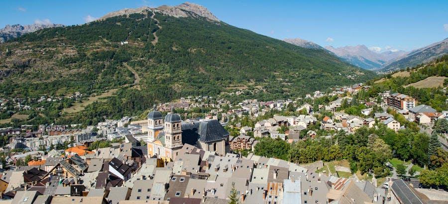 Vue sur la vieille-ville de Briançon depuis le sommet du fort du château
