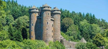 Le château d'Anjony à Tournemire, dans le Cantal