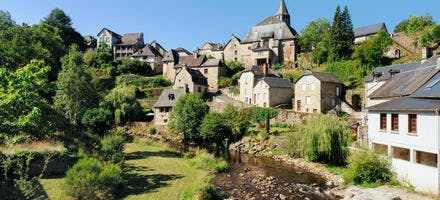 Treignac, village au bord de la Vézère dans le massif des Monédières