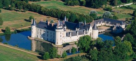 Vue aérienne du château du Plessis-Bourré, en Anjou (Maine-et-Loire)