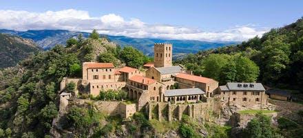 L'abbaye Saint-Martin-du-Canigou est un joyau du premier art roman régional.