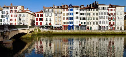 Les quais de la Nive, le quai Augustin Chaho et le pont Pannecau, à Bayonne, au Pays Basque