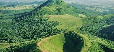 Le puy Pariou et le puy de Dôme en Auvergne