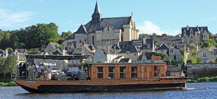 Vue de Candes-Saint-Martin depuis la berge