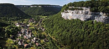 Le village de Baume-les-Messieurs