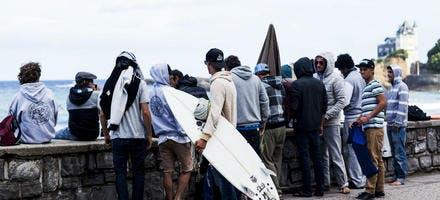 surfers sur la Côte des Basques