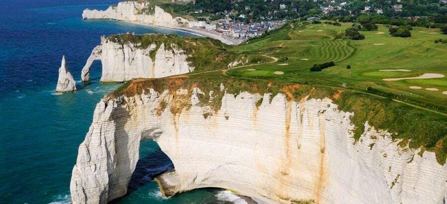les falaises d'Aval et d'Amont d'Étretat