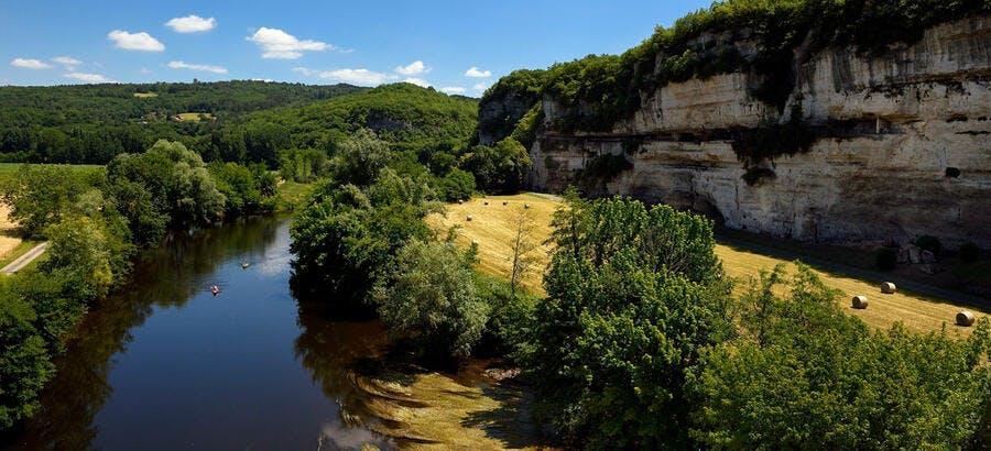 La Vénère prend sa source dans le Massif central