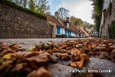 Ruelle de Montreuil-sur-Mer, en automne