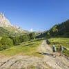 Randonneurs sur le tour du mont Thabor, dans la vallée de la Clarée (Hautes-Alpes)